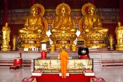De boeddhistische Thaise Inzamelingen van Monniken Stock Foto