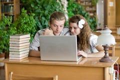 De Boeken & Laptop van Studing Royalty-vrije Stock Fotografie