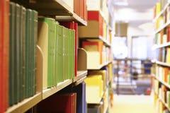 De boeken van de bibliotheek stock afbeeldingen
