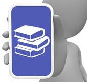 De boeken vertegenwoordigt online Mobiele Telefoon en het Draagbare 3d Teruggeven Royalty-vrije Stock Foto