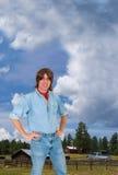 De Boerderij van het vee dient het Westen, het Werken van de Mens in Stock Foto