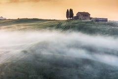 De boerderij van Toscanië in de vallei Royalty-vrije Stock Foto