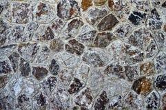 De boete sneed bruine witte en gele steenmuur stock afbeeldingen