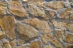 De boete sneed bruine witte en gele steenmuur royalty-vrije stock afbeeldingen