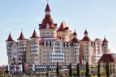 ` De Bogatyr do ` do hotel no parque de Sochi Imagens de Stock Royalty Free