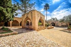 De bogen van de het kloosterbinnenplaats van Agianapa in Cyprus 7 Stock Foto
