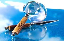 De bol en het mes van het vergrootglas Royalty-vrije Stock Afbeelding