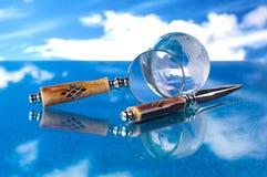 De bol en het mes van het vergrootglas Stock Fotografie
