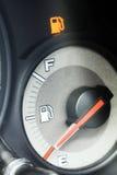 De bol van de brandstof in de auto stock fotografie