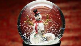 De Bol van de de wintersneeuw met Sneeuwman stock footage