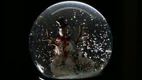 De Bol van de de wintersneeuw met Sneeuwman stock video
