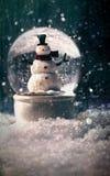De bol van de sneeuw in het sneeuw de winter plaatsen Stock Fotografie