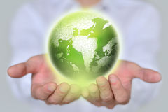 De bol van de zakenmanholding Aarde in handen? backgorund die in ps worden gecreërd? Het concept van de ecologie Royalty-vrije Stock Foto's