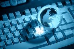 De bol van het kristal op toetsenbord royalty-vrije stock afbeeldingen