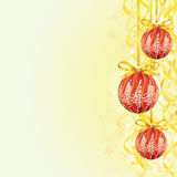 De bol van Kerstmis en lintachtergrond Royalty-vrije Stock Fotografie