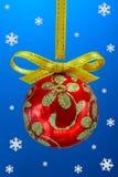 De bol van Kerstmis met snoweflakes Royalty-vrije Stock Foto's