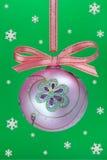 De bol van Kerstmis met snoweflakes. Royalty-vrije Stock Afbeelding