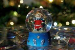 De bolbal van de Kerstmissneeuw Stock Afbeeldingen