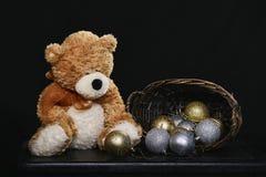 De Bollen van de teddybeer en van Kerstmis Royalty-vrije Stock Afbeeldingen