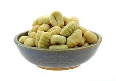 De Bollen van Gnocchi van de Aardappel van de Spinazie van de kom Royalty-vrije Stock Afbeelding