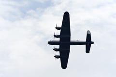 De bommenwerper van Lancaster van onderaan stock foto