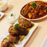 De Bonchon gebraden kippen van Korea met de bron van topokkikorea stock fotografie