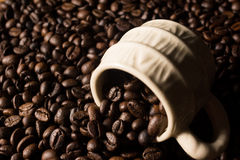 De bonen en de kop van Coffe Royalty-vrije Stock Afbeeldingen