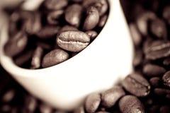 De Bonen van de espresso Stock Afbeeldingen
