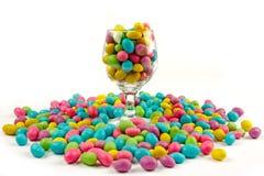 De bonen van de kleur candie in glas Stock Foto's