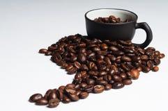 De bonen van de koffie die als Zuid-Amerika en zwart c worden gevormd Stock Foto