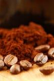 De bonen van de koffie en grondkoffie Stock Fotografie