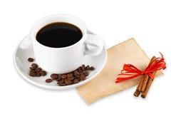 De bonen van de koffie en kopachtergrond Stock Foto