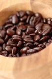De Bonen van de koffie in Kom Stock Afbeelding
