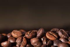 De bonen van de koffie met exemplaarruimte Stock Afbeelding
