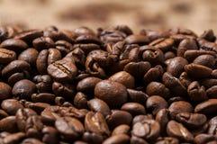 De bonen van de koffie Sluit omhoog Bokeh Stock Afbeelding