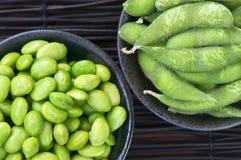 De bonen van de soja in kommen Stock Afbeeldingen