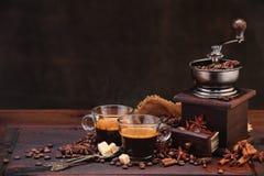 De bonen van de koffie en molen Stock Fotografie
