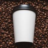 De bonen van de koffie met witte kop Royalty-vrije Stock Afbeeldingen