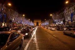 De boog DE Triomphe bij nacht Stock Foto's