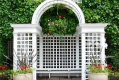 De boog en de vensters van de tuin Stock Afbeelding