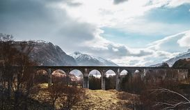 De boog van het Glenfinnanviaduct, Hooglanden, Schotland, het Verenigd Koninkrijk royalty-vrije stock foto's