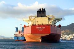 De boogmening van bulk-carrierschip Leonid Loza verankerde in Algeciras baai in Spanje Royalty-vrije Stock Fotografie