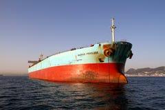De boogmening van het Voorrecht van Maersk van het bulk-carrierschip verankerde in Algeciras baai in Spanje Royalty-vrije Stock Afbeelding