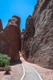 De Boogsleep van het zandduin in Bogen Nationaal Park, Utah Stock Afbeelding