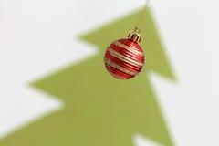 De boom van de decoratie abd Kerstmis van Kerstmisballen Stock Foto