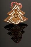 De boomdecoratie van de gember op zwarte bacground Royalty-vrije Stock Afbeeldingen