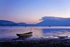 De boot bij dageraad Stock Afbeelding