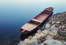 De boot bij het meer stock fotografie