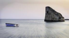De boot de toren Royalty-vrije Stock Fotografie