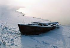 De boot in de winter stock foto